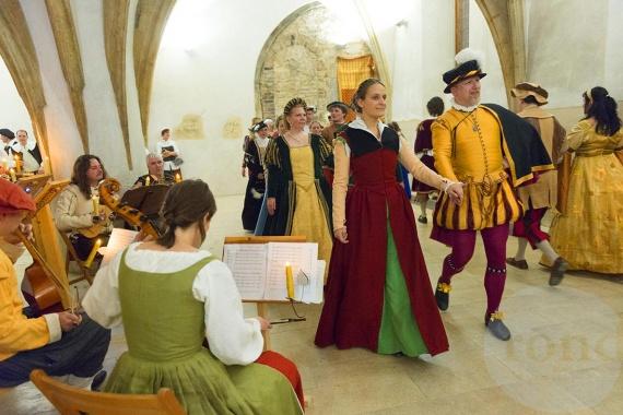 8. RONDÍ RUDOLFÍNSKÝ PLES, společenský repertoár 16. a 17. století